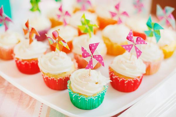 pinwheel-cupcake-toppers